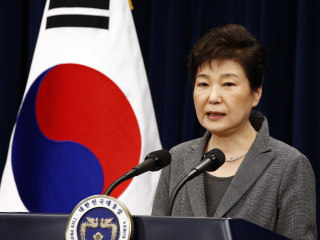 South Korean President Park Geun-hye Says She'll Leave Office Early if Ordered