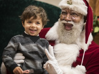 Mall of America Hires First Black Mall Santa for Holiday Season