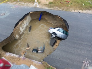 Massive Texas Sinkhole Swallows Two Cars, Killing Sheriff's Deputy