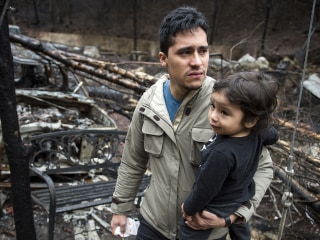 Monday in Pictures: Families Visit Tennessee Fire Ruins and More