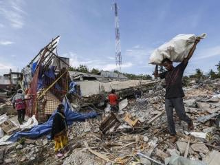 Indonesia Earthquake Kills Almost 100, Teams Scramble for Survivors