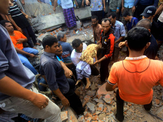 Powerful Earthquake Hits Indonesia Killing Nearly 100