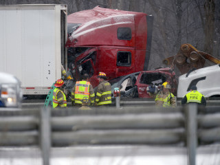 3 Die in Michigan Pileup as Snow Socks Great Lakes