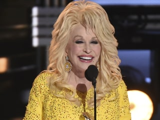 Dolly Parton Offers $1,000 a Month to Tennessee Families Left Homeless in Wildfire