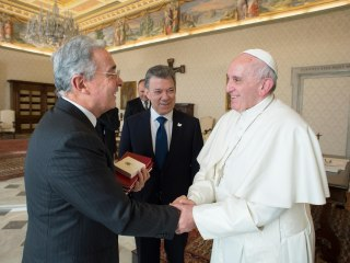 Pope Francis Meets With Colombian Leaders to Push for Peace Deal