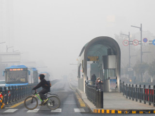Plants Closed, Cars Stopped as China Faces Smog 'Red Alert'