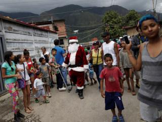 Venezuela: Amid Recession, Parents Tell Kids 'Santa Isn't Coming'