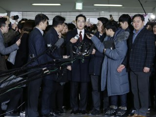 South Korea Seeks Arrest of Samsung Chief Suspected of Bribery