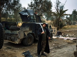 Iraqi Forces Fight to Recapture Mosul Block by Block