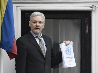Assange Says He'll Go to U.S., But Still Faces Sweden Rape Case
