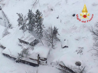 Italy Avalanche: Hotel Rigopiano Buried After Earthquakes, 'Many Dead'