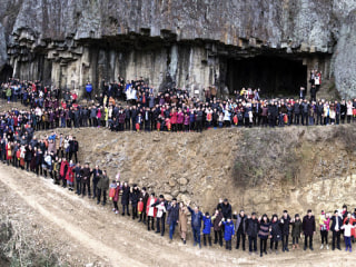 Chinese Family of 500 Gather for Supersize Reunion Photo Using Drone