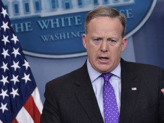 Yemen Raid: Spicer Says McCain, Other Critics Owe Apology to Dead SEAL