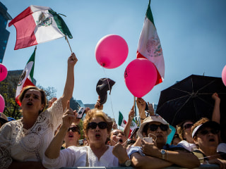 Widespread Anti-Trump Protests Take Place Across Mexico