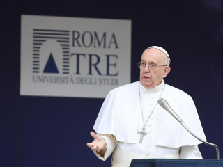 Pope Francis Tells Politicians: Stop Hurling Insults and Listen