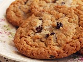 Make Joy Bauer's low-calorie oatmeal raisin cookies and pizza peppers