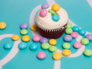 The verdict is in: We taste-tested the new vanilla cupcake M&M's