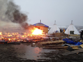 Dakota Pipeline Protesters Torch Tents as Deadline to Leave Passes