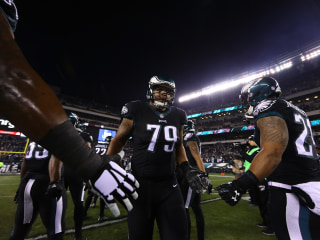 Eagles Guard Posts Heartfelt Message, Gives Father Touching Gift