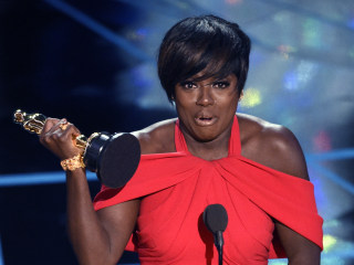 "Viola Davis Makes History With Her Oscar for ""Fences"""