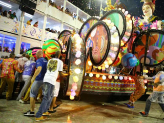 Brazil: Carnival Float Crushes Spectators, 20 Hurt
