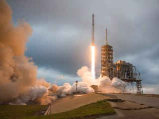SpaceX Plans to Launch First Mission With Private Crew to the Moon