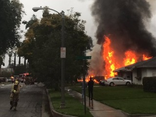 One Killed, Five Injured as Small Plane Crashes Into California Home