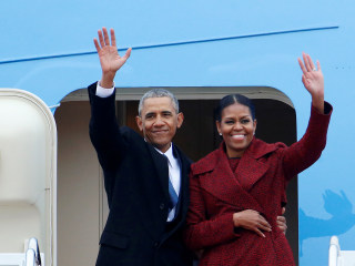 Barack and Michelle Obama Ink Multi-Million Dollar Book Deal