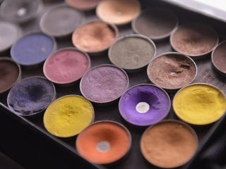 Cosmetics Crooks Steal $4.5M in Eye Shadow From Warehouse: LAPD