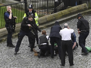 GALLERY: Scenes of Chaos After Attack Near U.K. Parliament