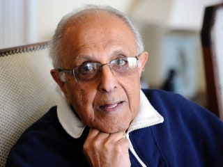 Ahmed Kathrada, Anti-Apartheid Leader Jailed Alongside Mandela, Dies at 87
