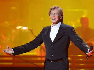 Barry Manilow Kept Sexuality Secret for Fear of 'Disappointing' Fans
