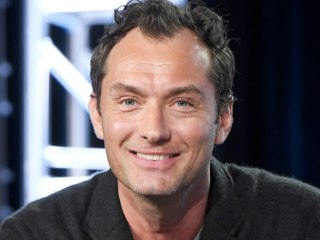 Jude Law to Play Younger Dumbledore in 'Fantastic Beasts' Sequel