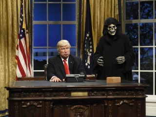 'SNL' Pokes Fun at Bannon, Kushner and Spicer Gaffes