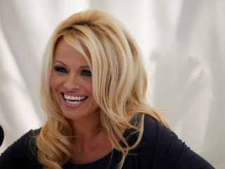 Pamela Anderson Weighs Into French Presidential Race on Behalf of Julian Assange