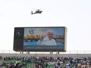 Pope Calls on Egyptians to Abandon 'Fanaticism' on Second-Day of Historic Visit