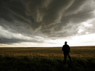 Stormchasers Hunt Tornadoes for Science