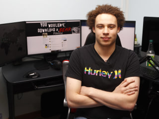 Marcus Hutchins 'Saved the U.S.' From WannaCry Cyberattack on Bedroom Compter