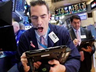 Dow Closes Down 372 Points as Markets Lose Confidence in Trump