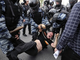 Russian Opposition Leader Arrested on Way to Anti-Corruption Protest