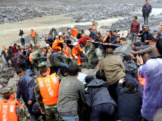 Hopes Fade in China for 118 Still Missing Day After Landslide