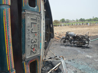 Overturned Oil Tanker Explodes in Pakistan, Killing 122