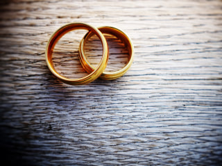 Why wealthy people may be less successful in love
