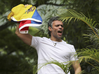Venezuela Crisis: Opposition Leader Leopoldo Lopez Released From Jail, Given House Arrest