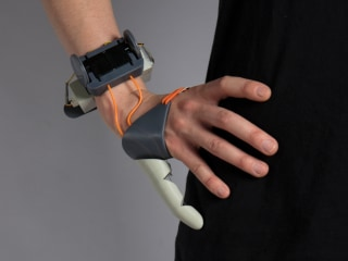 Freaky 'Third Thumb' Prosthesis Gives Your Hands a Helping Hand