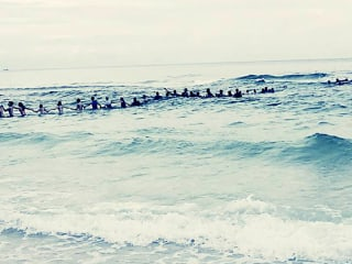 Strangers Form 70-Person 'Human Chain' to Save Family From Rip Current