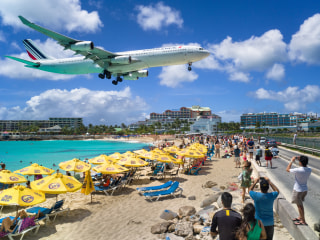 Jet Blast Kills Tourist at Seaside Airport in the Caribbean