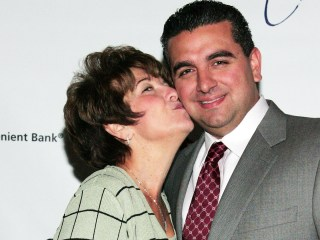 'Cake Boss' opens up about mother's death, bakes to honor her memory