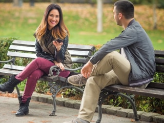 Meeting someone new? How a gaze signals the desire for romance (or not)