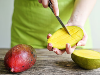How to Cut a Mango Into Perfect Cubes